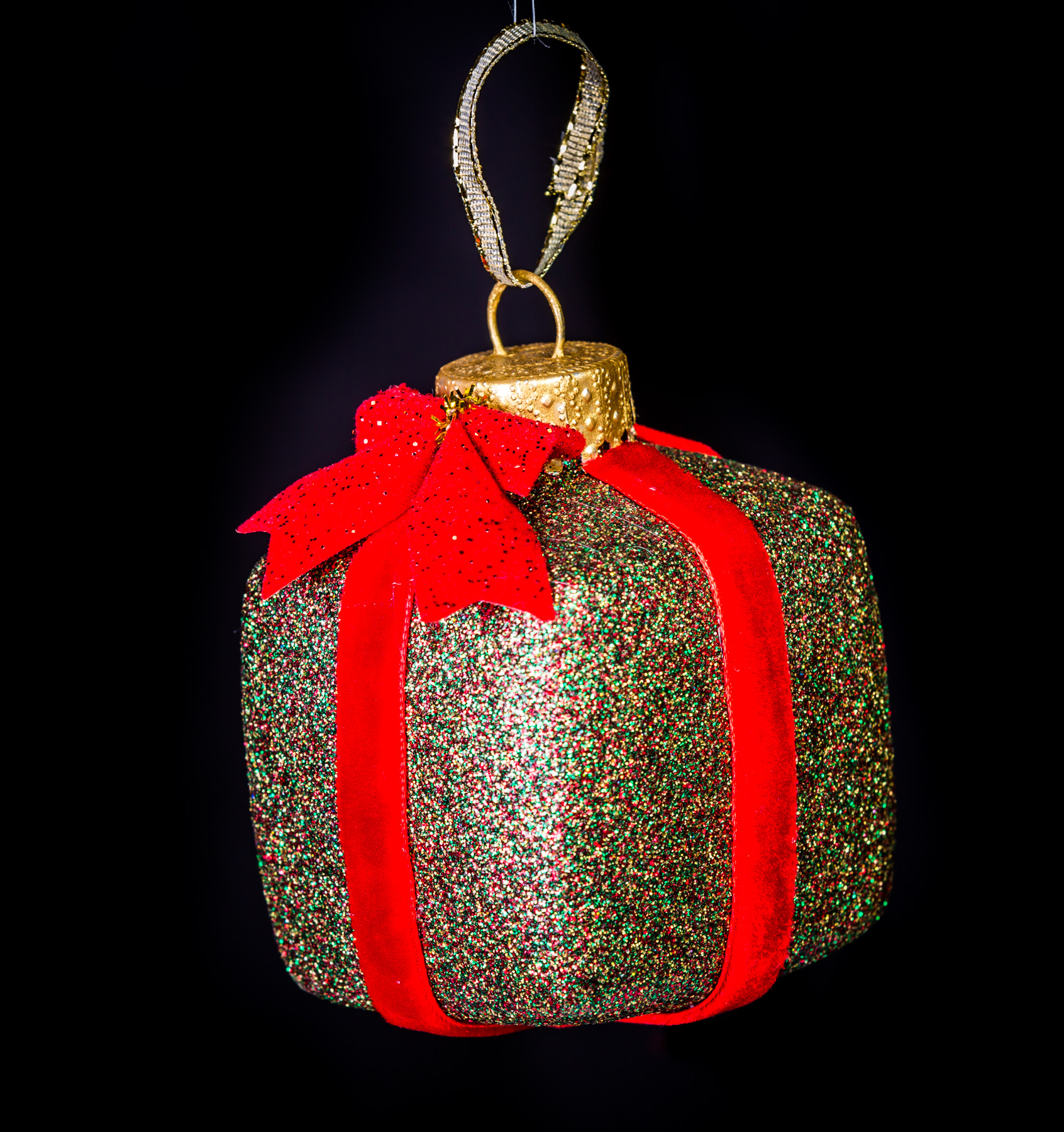 christmas-present-ornament-multi